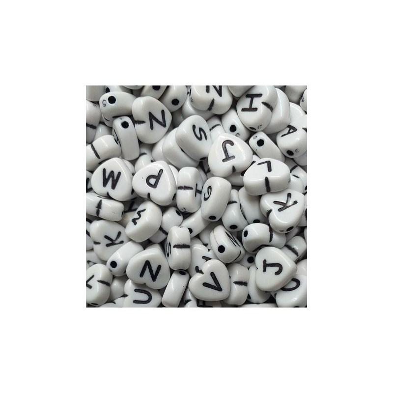 Miçanga coração branco c/ letra preta - 10 mm c/ 50 grs