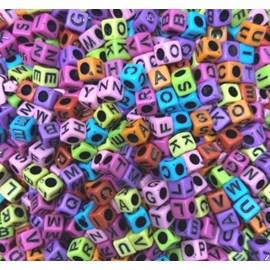 Miçanga cubo colorido c/ letras ref. 150746 - 6 mm  aprox . 50 grs