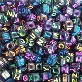 Miçanga cubo preto c/ letras coloridas ref. 150658 - 6 mm c/ 50 grs