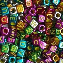 Miçanga metalizada colorida cubo c/ letras - 6 mm c/ 50 grs