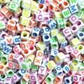 Miçanga quadrada letras fluorescentes ref. 150745 - 6 mm c/ 50 grs