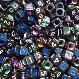 Miçanga quadrada preta c/ numeros coloridos - 6 mm c/ 50 grs